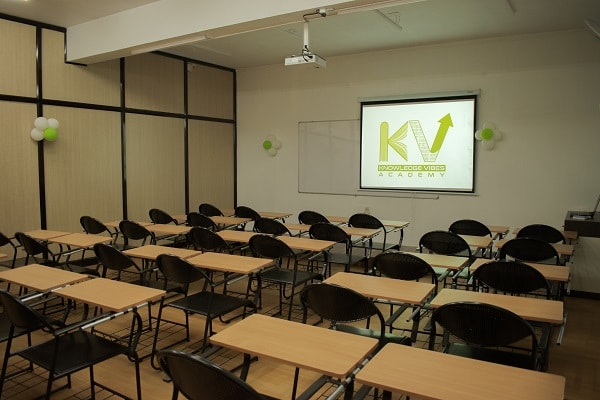 Classroom 2 : Side view with projector